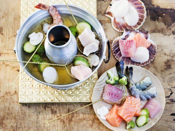 fondue mit fisch rezept rezepte fondue raclette etc fondue fondue rezepte und saucen. Black Bedroom Furniture Sets. Home Design Ideas