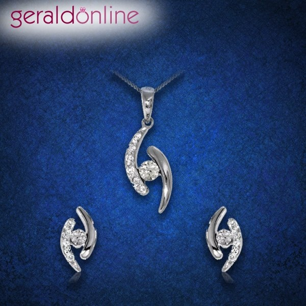 Make your own classy style statement with this beautiful Pendant Set!