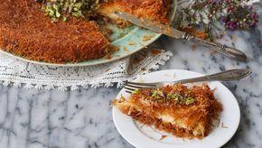 La kunafa, conosciuta anche come kanafah è una specialità del mondo arabo, le cui varianti, del nome e ricetta, sono moltissime e arrivano fino alla grecia, passando per la Turchia. La kunafa è un dolce che viene preparato spesso durante il Ramadan ed è realizzato con una pasta speciale chiamata kataifi- ovvero pasta fillo ridotta in fili- e un ripieno di formaggio o crema senza uova (come nel mio caso) che una volta cotta viene insaporita con uno sciroppo di zucchero e granella di…