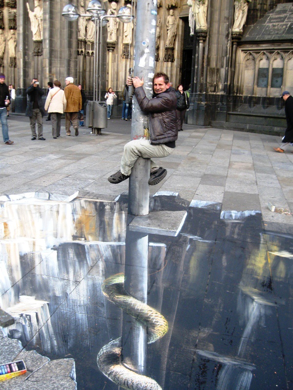 Gregor Wosik 3D chalk street art - i love these, they're so cool! i dont know how they do it