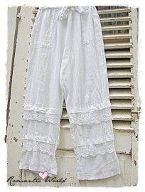 Linnen broek met kant in de kleur wit. Maat 40/46