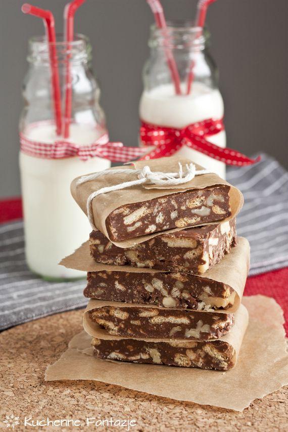Blok czekoladowy z herbatnikami i orzechami włoskimi