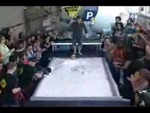 People run on a pool of oobleck - YouTube