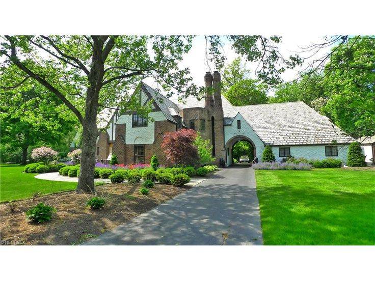 17445 Shelburne Rd, Cleveland Heights, OH