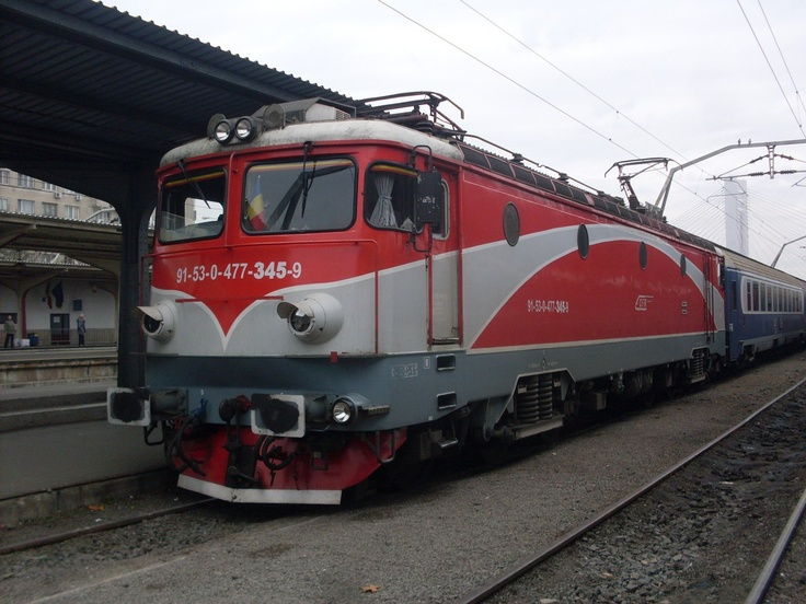 Ister Euronight is arriving to Bucharest from Budapest a bit late with romanian engine  http://www.centraleasteurope.com/train_tickets/budapest-bucharest-train.htm
