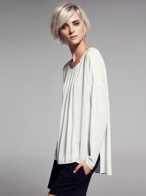 exquisite white blouse/tunic. perfect. (Mango)