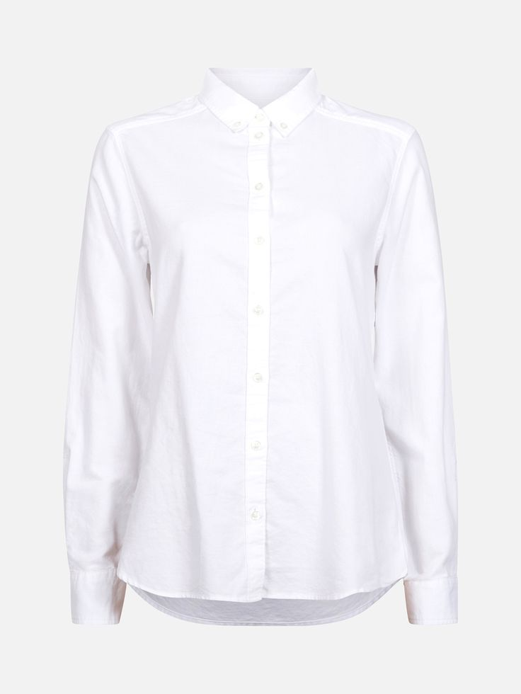 Klassisk langermet skjorte i 100% økologisk bomull. Turn down-krage og knapping med perlemorknapper foran, på mansjetter og på kragen.   Hvit