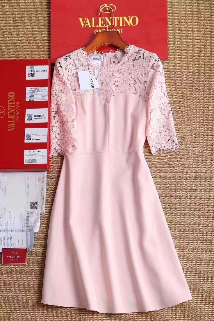 Red Valentino платье розовое с кружевом! Платье футляр с кружевным вверхом. Состав: хлопок+кружево. Размеры S M L Цена 6500 руб