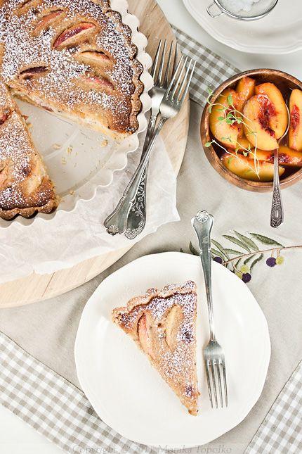 peach and hazelnut tart - http://sweetsensation-monchi.blogspot.com/2011/09/pita-s-breskvama-i-nadjevom-od.html