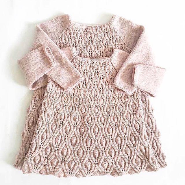 The English pattern for our Peacock dress is now available! Find the pattern at www.knittingforolive.dk and on Ravelry! Photo: @mrs_lunnay #peacockdress #påfuglekjole #newpattern #knittingpattern #ravelrypattern #ravelry #knitforkids #knitforgirls #jentestrikk #barnestrikk #søskenstrikk #knitting_inspiration #merino #ull #knittingforolivesmerino #knittingforolive