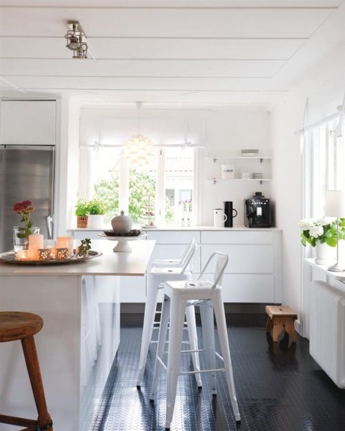 white kitchen + greens