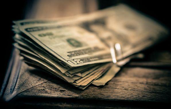 Фотография жены в бумажнике напоминает о том, что на ее месте могло бы быть гораздо больше денег...