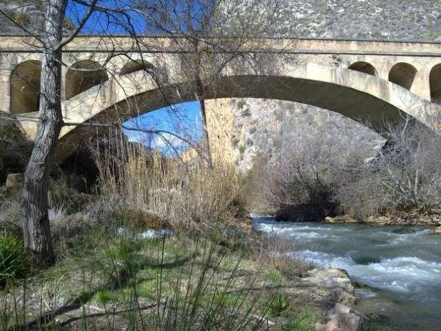 . Se alquila casa rural en Santa Cruz de Moya, provincia de Cuenca. A 1 hora 45 minutos de Valencia. Se alquila por períodos semanales de lunes a domingo 400 euros/semana