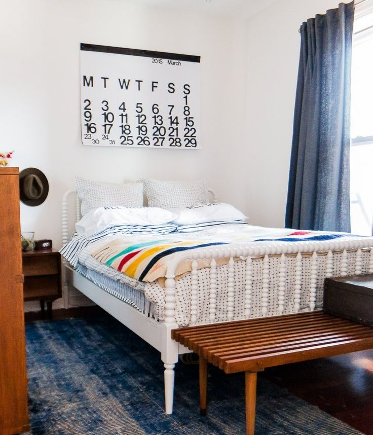 Спальные комнаты: как организовать интерьер в условиях ограниченного пространства и 85 лучших реализаций http://happymodern.ru/spalnya-9-kv-m-dizajn-foto/ Малогабаритная спальня, оформленная в ретро стиле