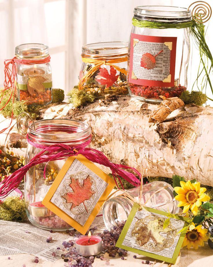 """Herbstliche Windlichter (Idee mit Anleitung – Klick auf """"Besuchen""""!) - Schöne Windlichter sind immer ein Hingucker. Diese bunt gestalteten Einmachgläser sind ganz leicht zu basteln. Und fertig ist die tolle Herbstdeko!"""