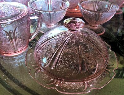All of the Depression Glass Companies have interesting histories. Many of them were bought and sold and merged with other companies. Follow: Suzanne @ SuzieMax.com here on Pinterest