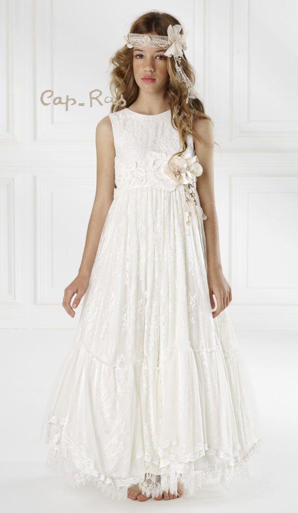 Los vestidos de comunión normalmente siguen unos cánones de estética, que aún variando los diseños e innovando en tejidos y texturas, la base de los trajes