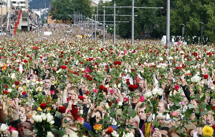 """Rose march"" for the people killed by the bomb in Oslo and the shootings at Utøya."