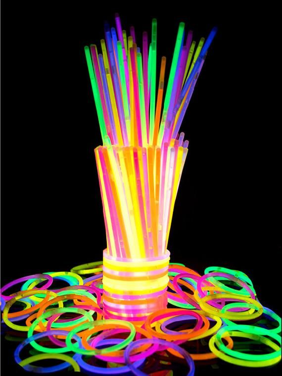 "100 8/"" VIBRANT COLORS Glow Sticks Bracelet Necklace Neon Party Favors Disco Rave"