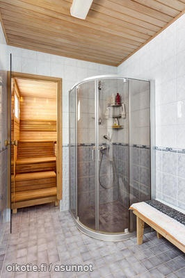 Again from the Finnish real estate site - yes, that is a sauna next to the shower.