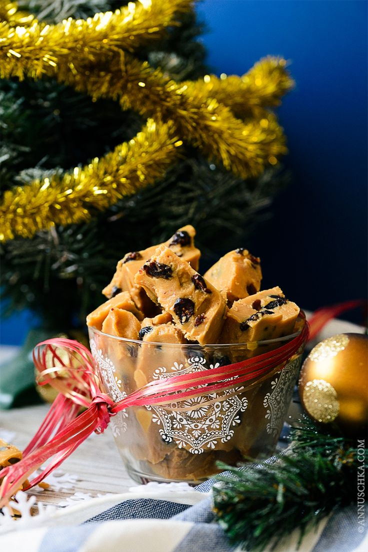 DIY Christmas gifts project: Peanut Butter Fudge - incredibly tasty and easy to make - recipe on annuschka.com