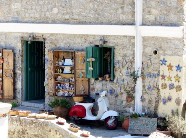 Casa di Olympos. Vespa. #karpathos #Olympos #Colors #Greece #vespa