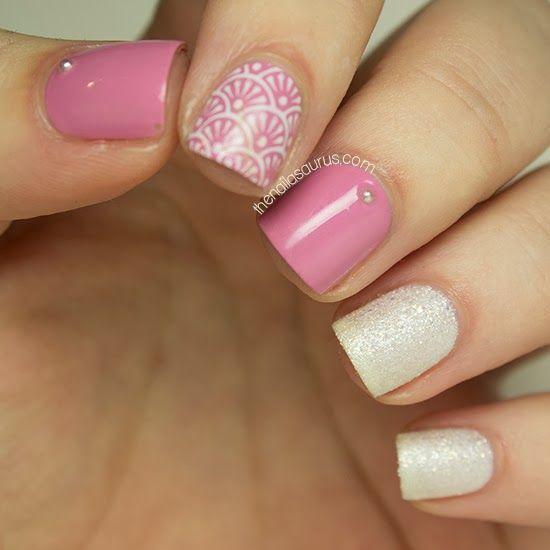 Coucou les princesses!  Le rose et le blanc représentent les 2 couleurs de la féminité et du glamour. Nous avons donc choisi de combiner les 2 dans cet article tutoriel manucure.  Top 10 des tutoriels ongles rose …