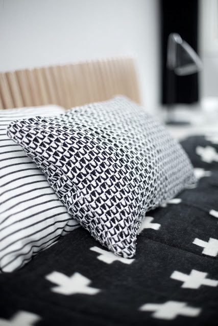 Via Myke Minutter | Black and White | Pia Wallen Cross Blanket