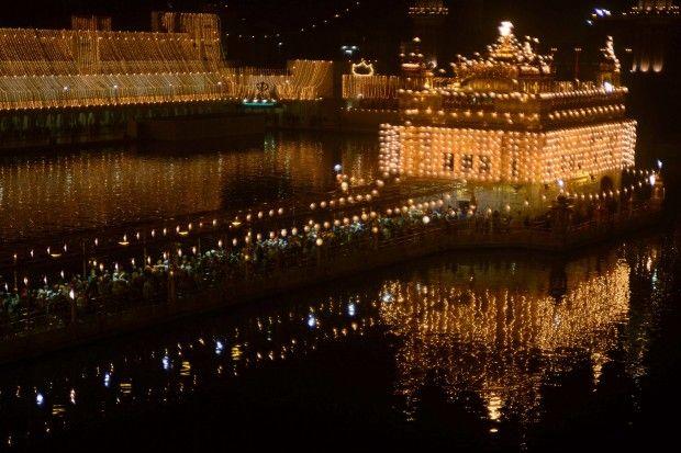Festival delle luci nel tempio d'oro
