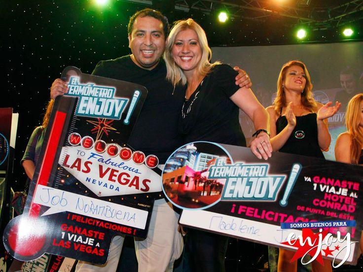 Ellos son la afortunada pareja que ganaron un viaje a Conrad Punta del Este y el gran viaje a Las Vegas en el sorteo el Termómetro Enjoy de Enjoy Santiago.