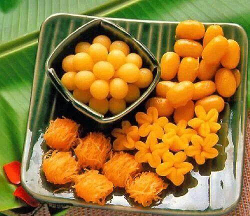 Thai dessert :Thong Yod : 10 Duck Eggs, Tong Yod Flour / Rice Flour 3 1/2 Tbsp. Syrup 1: 4 cups Water from floating flowers, Sugar 5 1/2 cup..recipe and How to Link : Syrup 2: 4 cups Water from floating flowers 1 1/2 cup,2 cups Sugar,Banana Leave