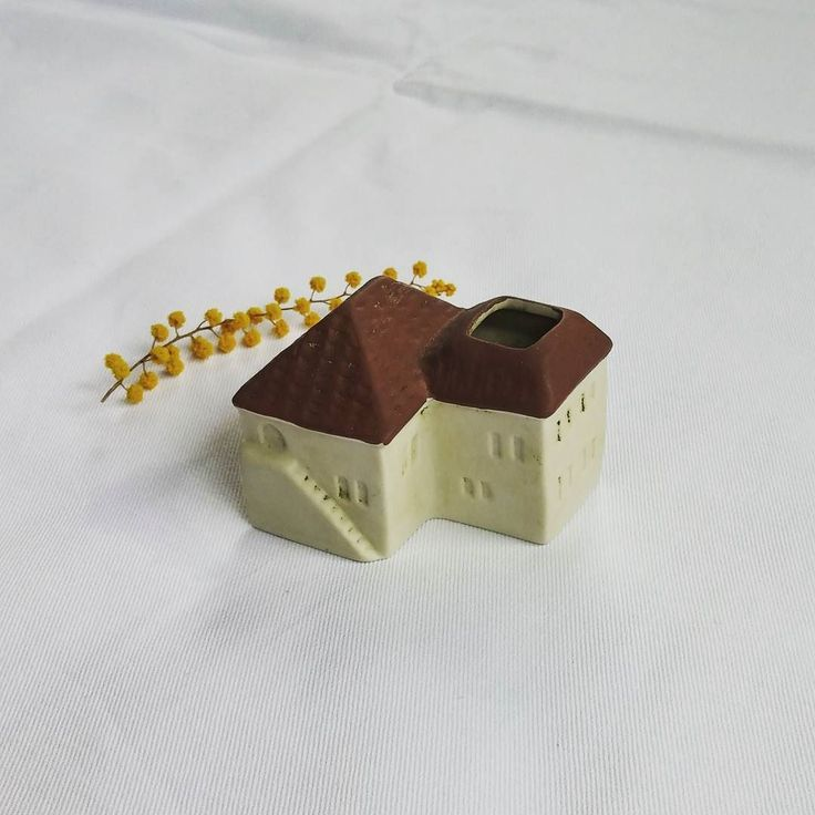 : 家 : :  house : - - 20位年前に富士山方面へ旅行したとき山梨ワイナリーで購入 つまようじ立て (高さ約height .2inch )  #家の置物 #小さな家 #可愛い置物 #家好き #陶器の家 #tinyhouse  #houseobject #ceramicshouse  #ceramicsobject #kawaiihouse  #kawaiiobject  #japaneseobject  #japanmade #japan  #likeit by eturansitu.5921