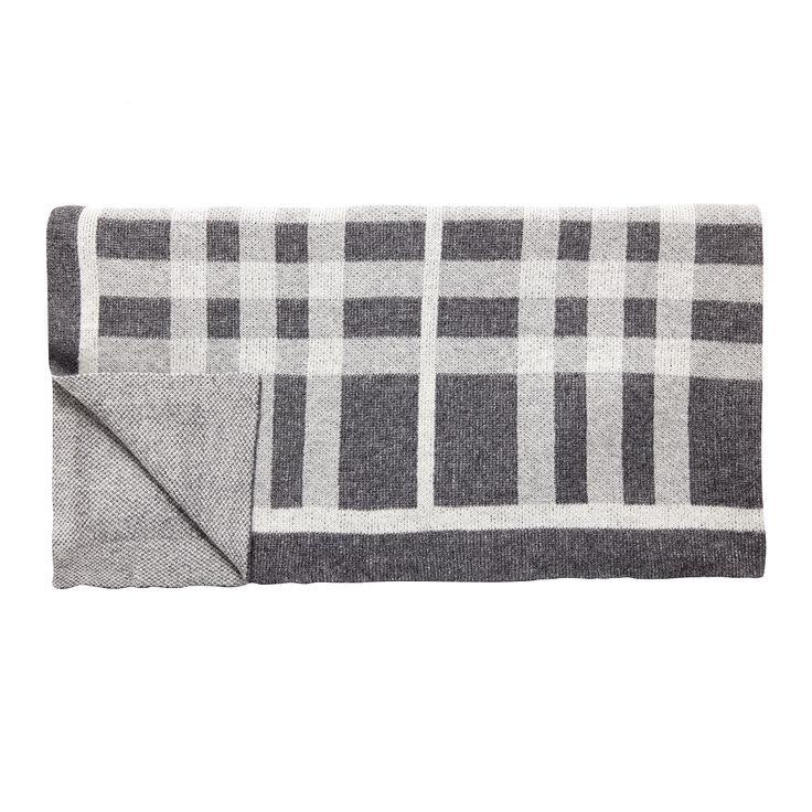 Bestil flotte puder, tæpper & plaids   Altid hurtig levering, Brøndum Interiør se mere i shoppen -- >