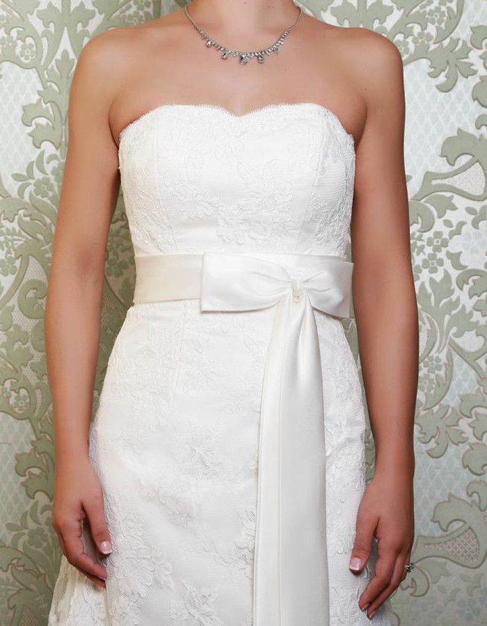 MONTEZ A satin sash ties around the waist, finishing in a beautiful bow at the front, while the lace up back provides the perfect fit. https://www.wed2b.co.uk/vintage-wedding-dresses/viva-bride-montez.php