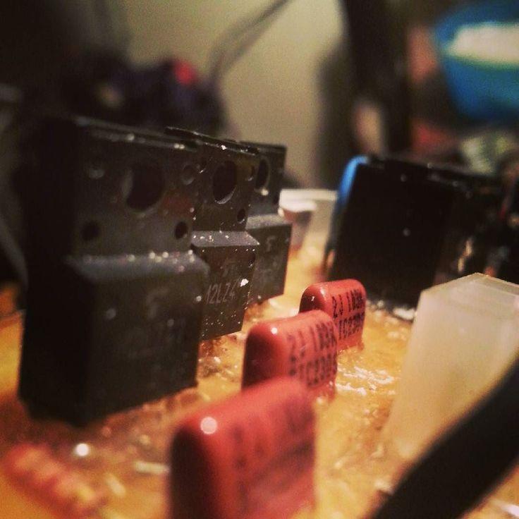 Tres tristes triac trigaban electrones #quilpue #villaalemana #instagram #valparaiso #led #electronic  #EIV  #eiv #puerto #hermoso  #tigres  #trabajo  #plc #lavadora #computador  #chile  #pcb #arduino #electronics  #reparaciones #reparar #reparación by multitrabajos.astengo