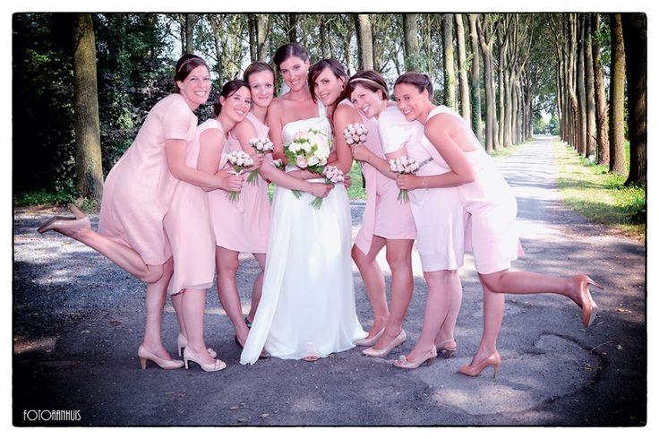 bruidsmeisjes en bruidsjonkers bruidsmeisjes en bruidsjonkers fotograaf huwelijk - spontane huwelijksreportage