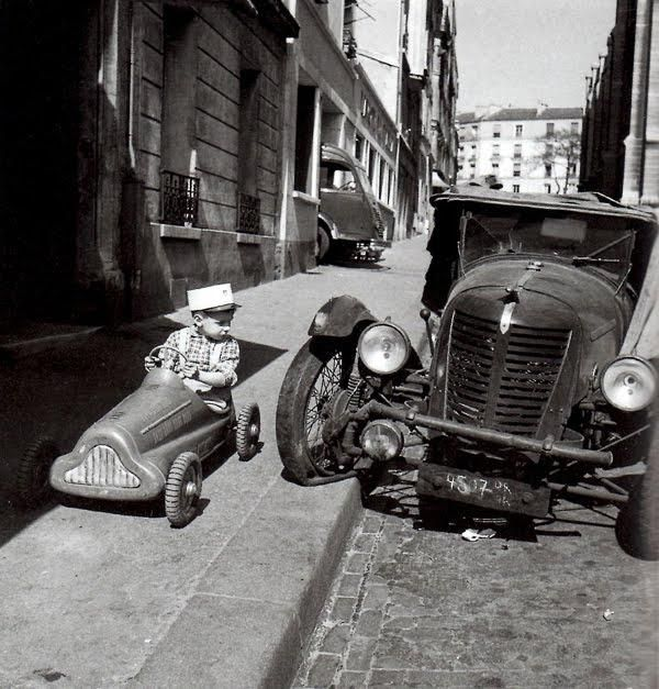 Im cars old and pedal foto de robert doisneau