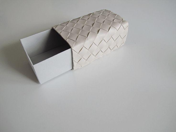 DIY Box with leather strips | designoform.com