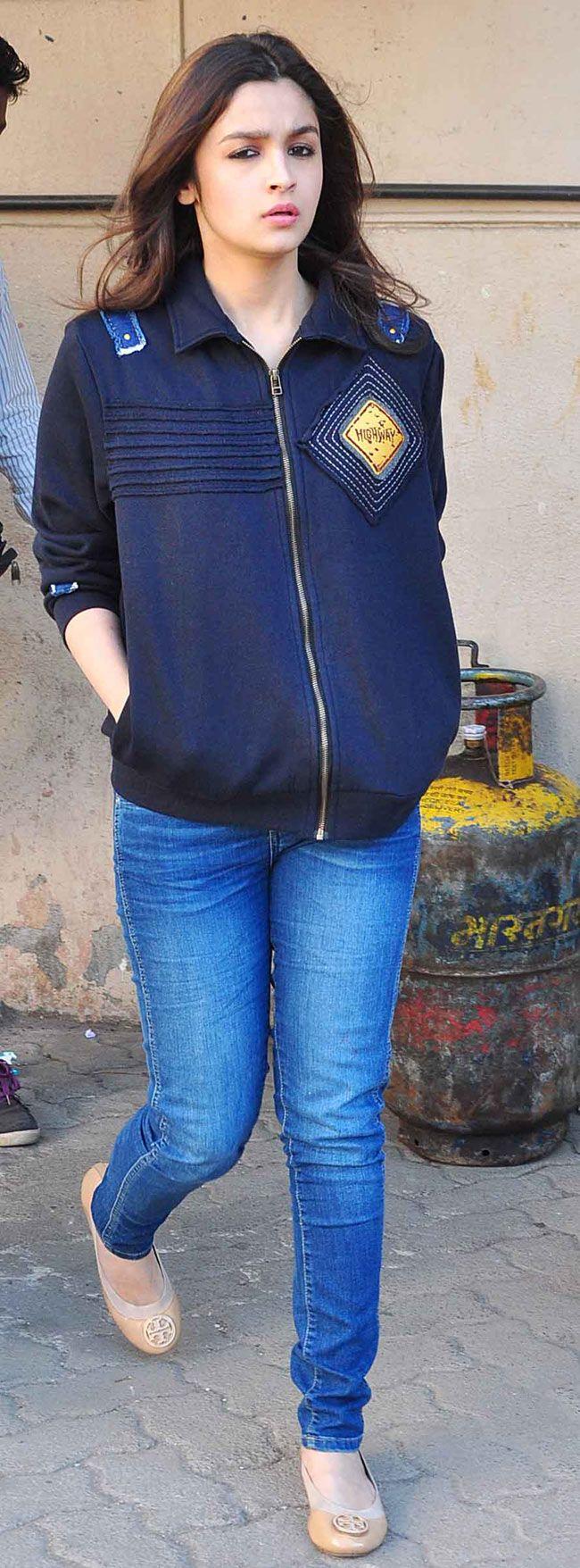 Alia Bhatt arriving at promo event for her film 'Highway'.