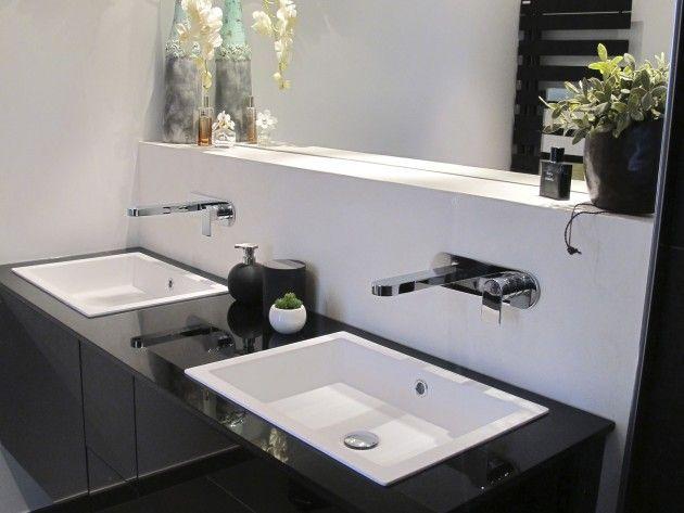 renovation salle de bain grand meuble suspendu avec doubles lavabo thumb 110 630 630. Black Bedroom Furniture Sets. Home Design Ideas
