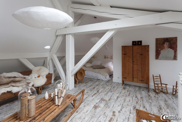 La chambre sous les toits de la maison d'hôtes 'La Villa 1901' à Nancy : esprit alpage