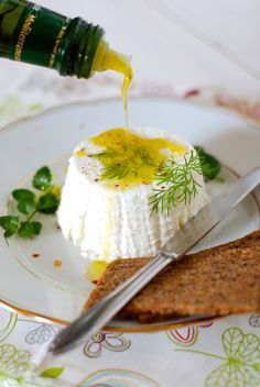 Co byste řekli na domácí čerstvý krémový sýr? Zkusíte si ho doma vyrobit se mnou? Pokud máte rádi lučinu, tak tohle je recept právě pro vás. Nemusíte se bát, že by k tomu bylo třeba...