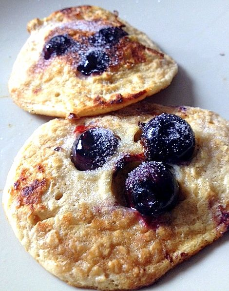Slimming World blueberry and lemon oaty pancakes: 30g oats, 1 egg, 4 tbsp sweetner, drops of lemon essence and vanilla essence. Mix well. Makes 5 small pancakes in a hot pan with fry light spray. Add blueberries as they cook on the 1st side, then turn and cook for a few more minutes until cooked through. So nice! 1 HEX B or 1 syn each.