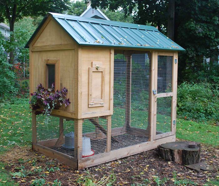 Chicken coop small chicken coops pinterest for Small chicken coop plans and designs ideas