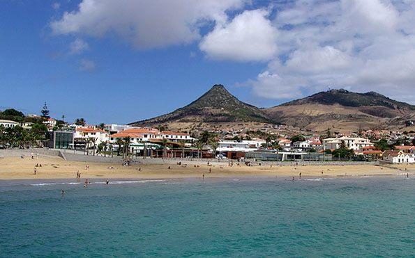 Pico Castelo... Moradia T3 localizada no sitio das Matas na Ilha de Porto Santo. Bom investimento, preço 138.700€ excelente oportunidade!!!  venha visitar, ligue 963701529 Teresa Caires visite-nos em www.decisoesvibrantes.com