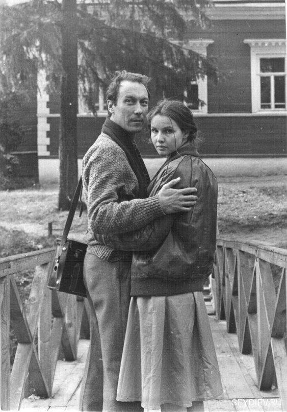 Олег Янковский в перерывах между съемками фильма «Храни меня мой талисман» 1986 год. С Т.Друбич.