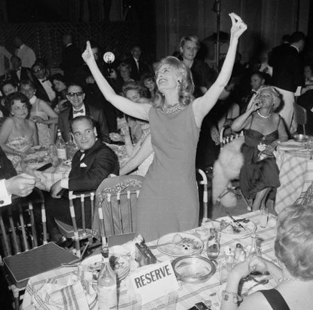 Melina Mercouri in Cannes 1960: JUST DANCE! OPA!