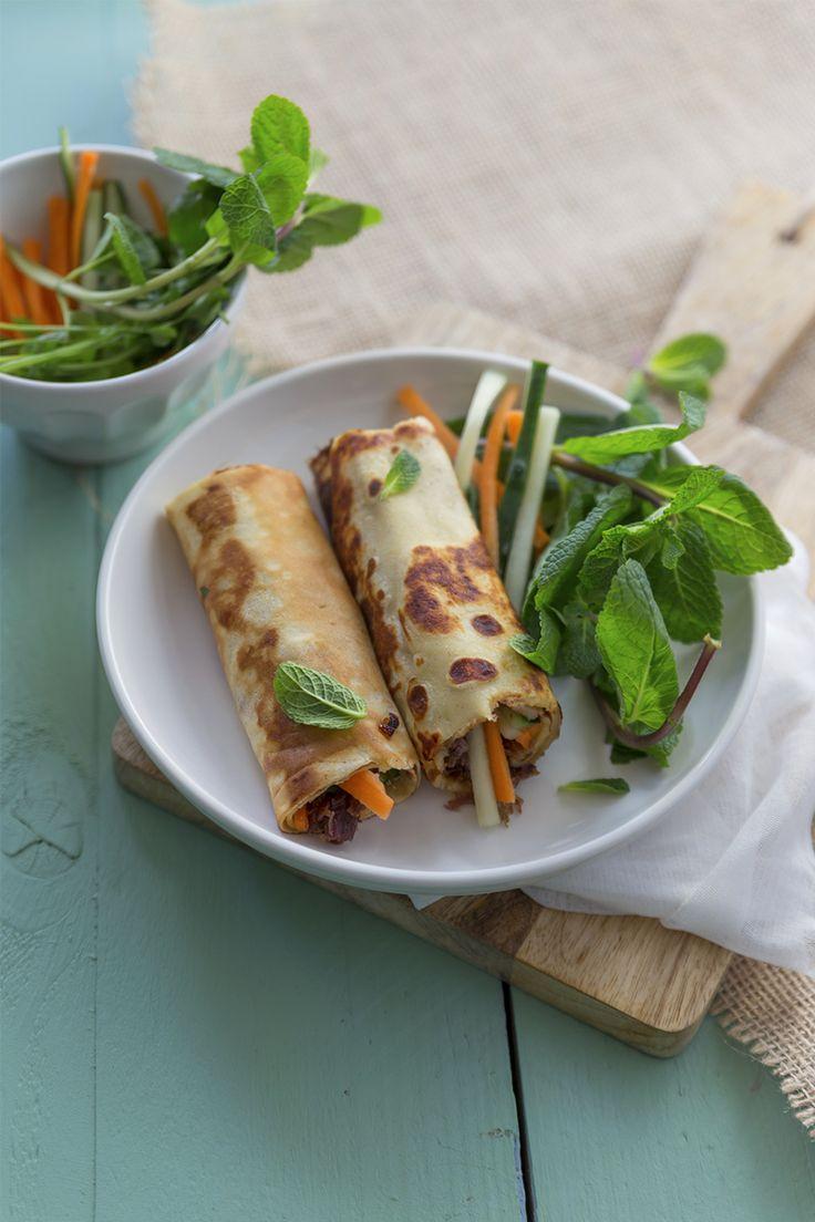 Nems de canard aux légumes croquants  pr 4 Nems – 1 cuisse de canard confite – 1 càs de miel – 2 càs de vinaigre de xérès – 2 petites carottes – 1 concombre – 1 bouquet de menthe – 1 bouquet de coriandre – 1 poignée de noix de cajou – 2 grandes crêpes