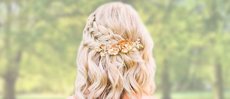 Here is a list with photos of 33 trendy prom hairstyles for short hair. In case you are looking for a simple but beautiful hairstyle for your prom night.