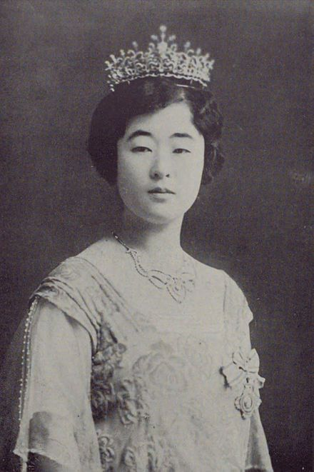 Yi Bangja, Crown Princess Uimin of Korea was the consort of Crown Prince Euimin of Korea.She and her husband would have been the emperor and empress of the Empire of Korea if Korea had not been annexed to the Empire of Japan in 1910.She was born name Princess Masako Nashimoto, she was eldest daughter of Japanese aristocrat Prince Nashimoto Morimasa. She was a first cousin of Empress Kōjun of Japan, the wife of Emperor Shōwa and mother of Emperor Akihito.